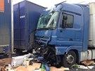 Při dopravní nehodě kamionů u Hořovic zemřel závozník