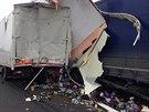Při dopravní nehodě kamionů u Hořovic zemřel závozník.