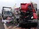 Smrtelná nehoda kamionů u Hořovic.