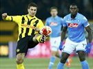 Milan Viloti� (vlevo), fotbalista �v�carsk�ho klubu Young Boys Bern, se sna��...
