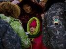 V Doněcku i přes příměří není výjimkou, že musí lidé opustit své domovy a...