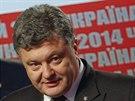 Ukrajinský prezident Petro Porošenko mluví na povolební tiskové konferenci.