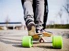 Spojení kočárku a longboardu uvede na trh značka Buggy