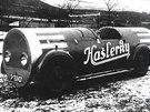 Neobvyklou kreaci ve formě pojízdné reklamy na hašlerky zhotovila Uhlíkova karosárna na podvozku Pragy Piccolo.