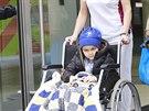 Pětiletý britský chlapec Ashya King opouští Protonové centrum Praha (24. října...