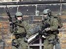 Neznámý útočník postřelil v kanadské Ottawě u válečného památníku vojáka.