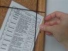Za pružný špagát lze jednoduše zasunout papírové poklady...