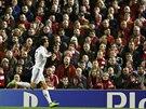 Cristiano Ronaldo z Realu Madrid slaví gól v Liverpoolu v utkání Ligy mistrů.