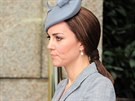 Vévodkyně z Cambridge na první oficialitu od oznámení těhotenství zvolila šedý...