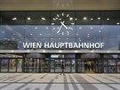 Nové hlavní nádraží (zkratka Hbf) je posunuto tak, aby spojilo kolejiště, které...