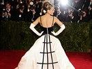 Americká herečka Sarah Jessica Parkerová v šatech od Oscara de la Renty na...