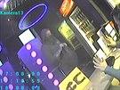 Hernu v Olomouci p�epadl maskovan� mu� se zbran� v ruce. Policie po n�m p�tr�.