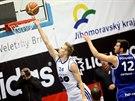 Basketbalista MMCITÉ Brno Jakub Krakovič střílí na koš v utkání s Ostravou.