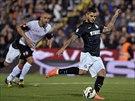 Mauro Icardi z Interu Milán přesně pálí z penalty v utkání proti Ceseně.