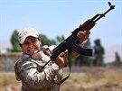 Kurdsk� bojovnice p�i v�cviku v Sulajm�n�je, kter� le�� zhruba 260 km...