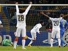 ZABIJ�K. Luiz Adriano ze �achtaru Don�ck (uprost�ed) si otev�el na p�d� BATE Borisov st�elnici.