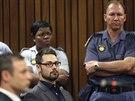 Bratr Oscara Pistoriuse Carl u soudu, který rozhodoval o výši trestu pro...