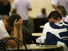 Smutek příznivců opozičního kandidáta na prezidenta Brazílie Aécio Nevese (26....