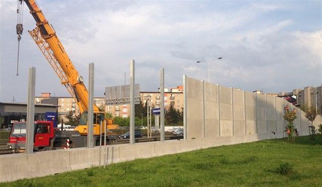 Výstavba protihlukové st�ny na Ji�ní spojce