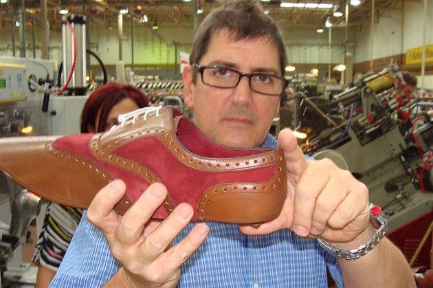 Takto vypadá bota krátce poté, co k ní �evci p�i�ili pode�ev.
