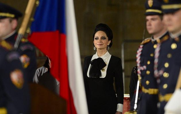 Zp�va�ka Lucie Bílá obdr�ela od prezidenta Milo�e Zemana 28. �íjna na Pra�ském...