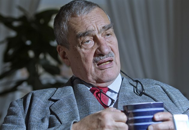 P�edseda TOP 09 Karel Schwarzenberg p�i rozhovoru pro iDNES.cz