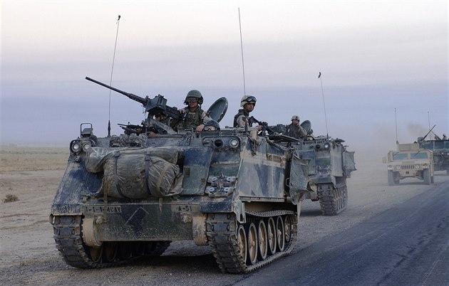 Armádní M113 b�hem druhé války v Iráku v roce 2004