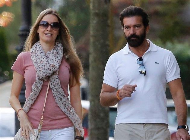 Antonio Banderas a Nicole Kempelová ve �pan�lsku