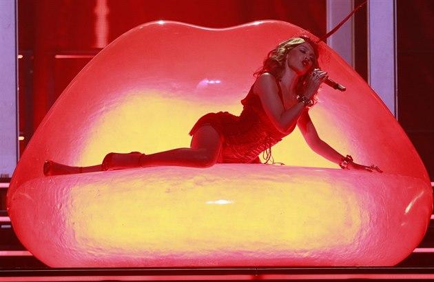 Kylie Minogue zahrála 21.10. 2014 v Praze v rámci turné k desce Kiss Me Once.
