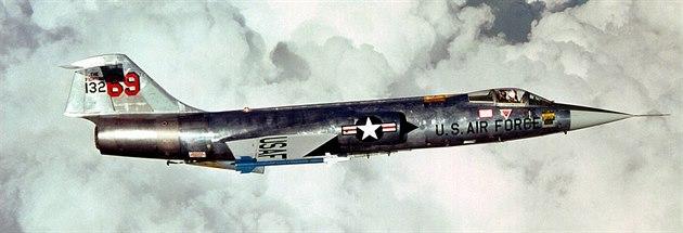 """""""Missile with a man in it"""", voln� p�elo�eno jako """"pilotovaná raketa"""", takovou..."""