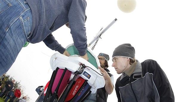 Gondola projektu Stratocaching t�sn� p�ed vypu�t�ním.