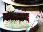 Sacher je dortík s meru�kovou náplní pota�ený �okoládou.