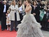 Ve stejném roce zazářila v jeho róbě i britská herečka Emma Watsonová....