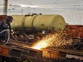 Likvidace vyslou�ilých �elezni�ních vagón� na odstavných kolejích nádra�í Velký...