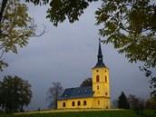 Kostel sv. Petra a Pavla ve Slatin� je významnou památkou.