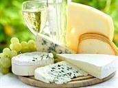 Zrající sýry (a� u� tvrdé �i plís�ové) bývají vynikající k vínu.