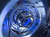 Pohled do nitra fúzního za�ízení ve Skunk Works. T�i �kruhy� na obrázku jsou...