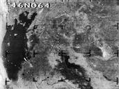 Jedna z oblastí, kde lze pozorovat po půlstoletí poměrně výrazné rozdíly je i Aralské jezero, které v druhé polovině 20. století postihlo výrazné vysychání. Měřítko není zcela stejné, ale je vidět, že jezero se v důsledku poklesu hladiny rozpadlo na několik vodních ploch.