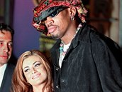 Carmen Electra a Dennis Rodman byli man�elé v roce 1998.