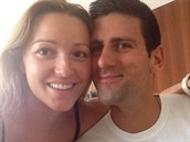 Trendu selfies podlehli i Novak Djokovi� s man�elkou.