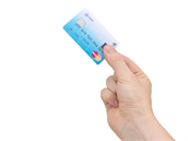 biometrická platební karta s �te�kou otisku prstu