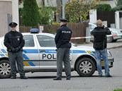 Policie uzav�ela ulici Ke svatému Ji�í a evakuovala asi 500 lidí.