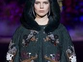 Pelerína s kožešinovou kapucí Dolce&Gabbana, kolekce podzim - zima 2014/2015