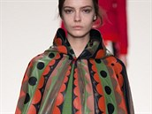 Dlouhá pelerína s výrazným retro vzorem Valentino, kolekce podzim - zima...