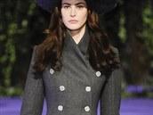 Šedý kabát s dvojitým zapínáním Alexis Mabille, kolekce podzim - zima 2014/2015