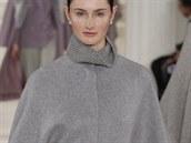 Šedá pelerína Ralph Lauren Collection, kolekce podzim - zima 2014/2015