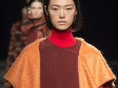 Dlouhý oranžový kabát Prabal Gurung, kolekce podzim - zima 2014/2015