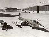 Rozporuplné pocity ze zkoušek prototypů měla rozptýlit ověřovací série 17 kusů YF-104A