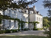 �estipokojový butikový hotýlek Château de la Resle le�í ve vsi Montigny ve...