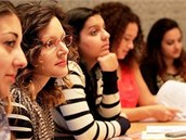Studentky, které se ú�astnily politického výcviku po�ádaného organizací Slovo